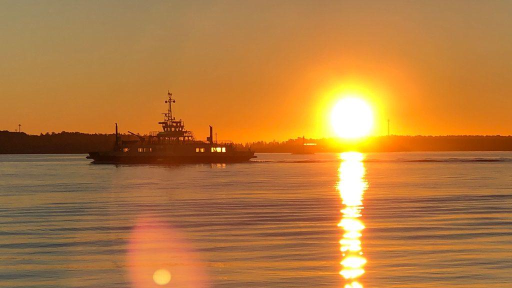 Auringonnousu Katajanokalla.